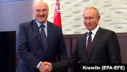 Belarusian President Alyaksandr Lukashenka (left) meets with Russian President Vladimir Putin in the Black Sea resort of Sochi on September 14, 2020.