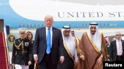 Дональд Трамп и король Саудовской Аравии Салман бин Абдулазиз аль-Сауд