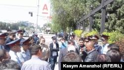 Задержания митингующих в Алма-Ате 21 мая 2016 года