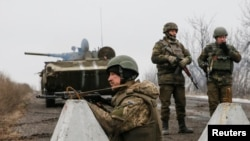 Украинские военные в окрестностях Дебальцева, февраль 2015 года