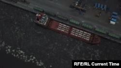 """Судно """"Михаил Дудин"""" в порту Санкт-Петербурга 28 июня 2019 года"""