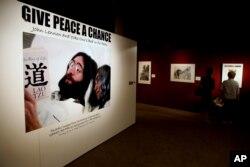 """Выставка о протестной акции Джона Леннона """"bed-in"""" (Нью-Йорк, 2009)"""