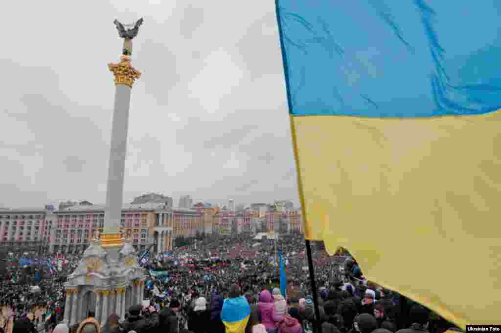 The violent dispersal of protests by the Berkut sparked riots the following day in Kyiv. On December 1, protesters reoccupied the square and further clashes with the authorities and political ultimatums by the opposition ensued for the rest of the month.