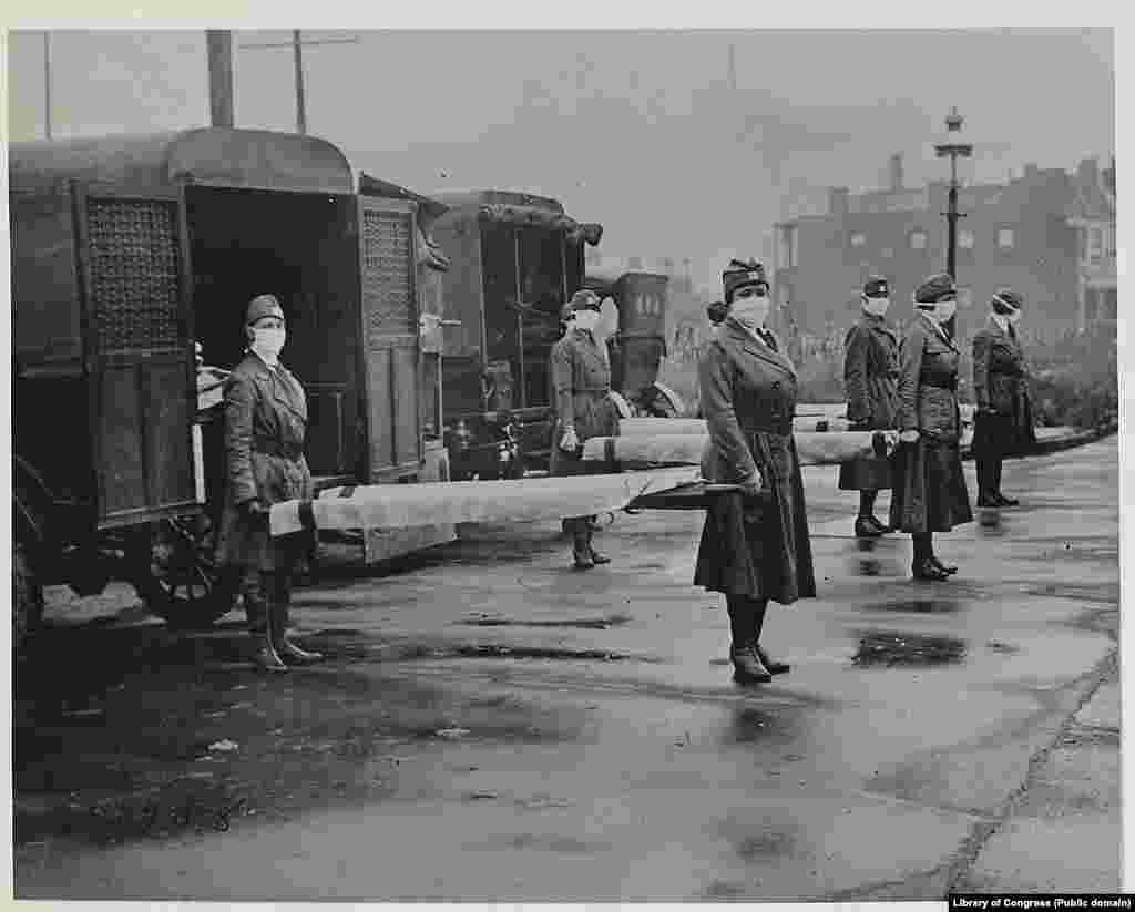 Работники Красного Креста в Сент-Луисе в разгар эпидемии испанки, октябрь 1918 года