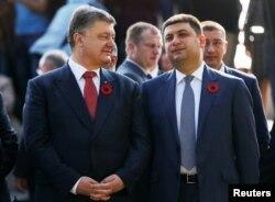 Президент Петр Порошенко и премьер-министр Владимир Гройсман, 9 мая 2016
