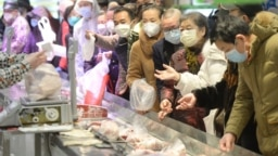 Customers wearing face masks shop inside a supermarket following an outbreak of the novel coronavirus in Wuhan, Hubei province, China February 10, 2020. China Daily via REUTERS ATTENTION EDITORS - THIS IMAGE WAS PROVIDED BY A THIRD PARTY. CHINA OUT. - RC