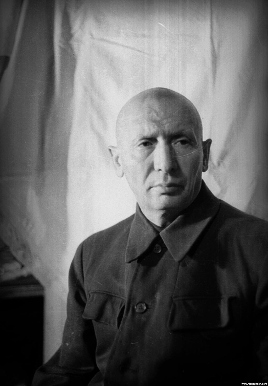 Макс Пенсон остался без работы, его положение ухудшалось. Фотограф покончил жизнь самоубийством в 1959 году