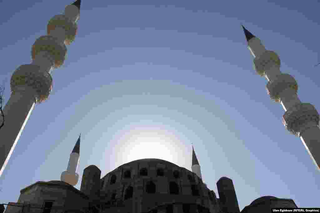 Строящаяся мечеть похожа на мечеть Коджатепев Анкаре.