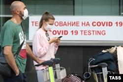 Экспресс-тестирование пассажиров на коронавирус в аэропорту Внуково. Фото: ТАСС