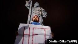 Участник пикета против обнуления сроков Путина 10 марта 2020 года в Москве. Фото: AFP