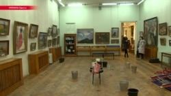 """""""Стыдно должно быть"""". Почему Одесса обвинила знаменитого художника в рейдерском захвате музея и назвала порнографом"""