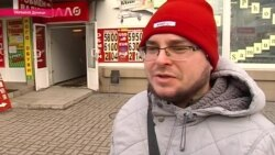 """""""Надо договариваться, но смотря на каких условиях"""". Что говорят люди в Донецке о мирных переговорах"""