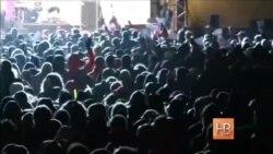 Десятки тысяч человек вышли на акции против ксенофобии в Германии