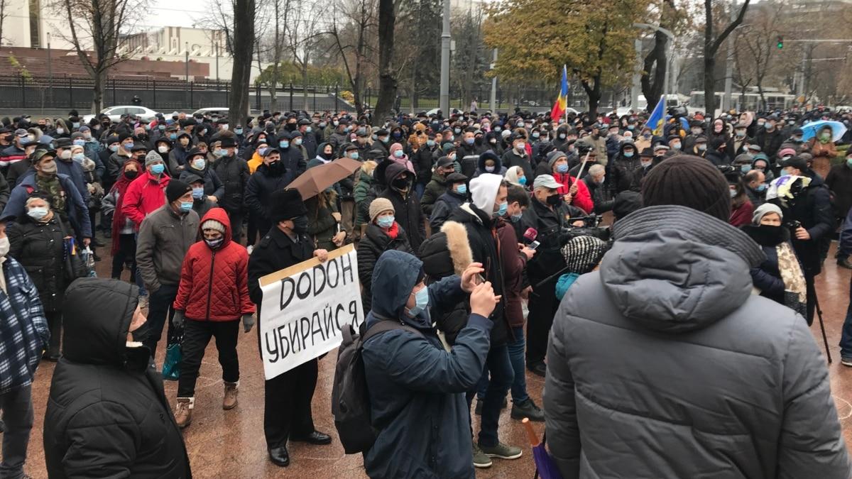 В Кишиневе проходит митинг против передачи СИБ под контроль парламента. Санду обвинила Додона в попытке узурпировать власть