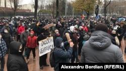 Протест у здания парламента в Кишиневе, 3 декабря 2002