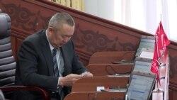 """""""Мне нужно по четыре раза в год летать в Россию!"""": киргизские депутаты оправдываются за заграничные поездки"""