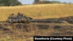 Уничтоженный танк Т-72Б3 на территории восточной Украины. В 2014 году эти танки были только у России