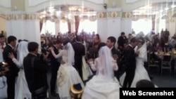 Вальс молодоженов - обычное явление на узбекских свадьбах.