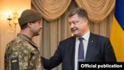 Андрей Гречанов встречается с Петром Порошенко после освобождения