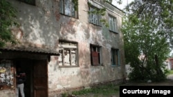 """Аварийный дом в Омске. Фото: общественная организация """"Оплот"""""""