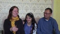 Американская семья удочерила киргизскую девочку и через 11 лет привезла ее на родину