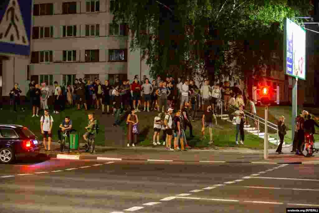 Силовики задерживали собравшихся в Витебске и Могилеве.ВГродно протестующих вытеснили с центральной Советской площади, сотни протестующих переместились в другое место. В Бресте вышли около ста человек