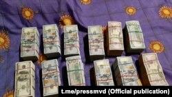 Деньги, якобы найденные у Сергея Тихановского на даче