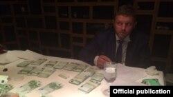 Губернатор Кировской области Никита Белых во время задержания при передаче взятки