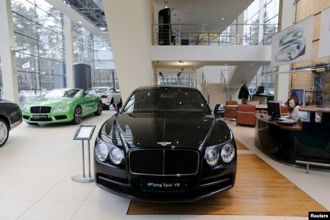 "Автомобили Bentley в автосалоне в ""Барвиха Лакшери Вилладж"""