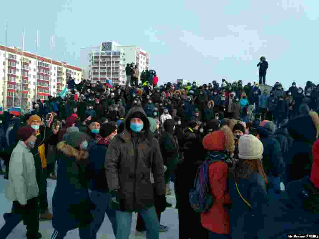 In the region of  Bashkortostan, just north of Kazakhstan, pro-Navalny demonstrators gathered in the regional seat, Ufa. Ten detentions were reported there by non-governmental police-monitor OVD-Info, as of 1:30 p.m., Moscow time.