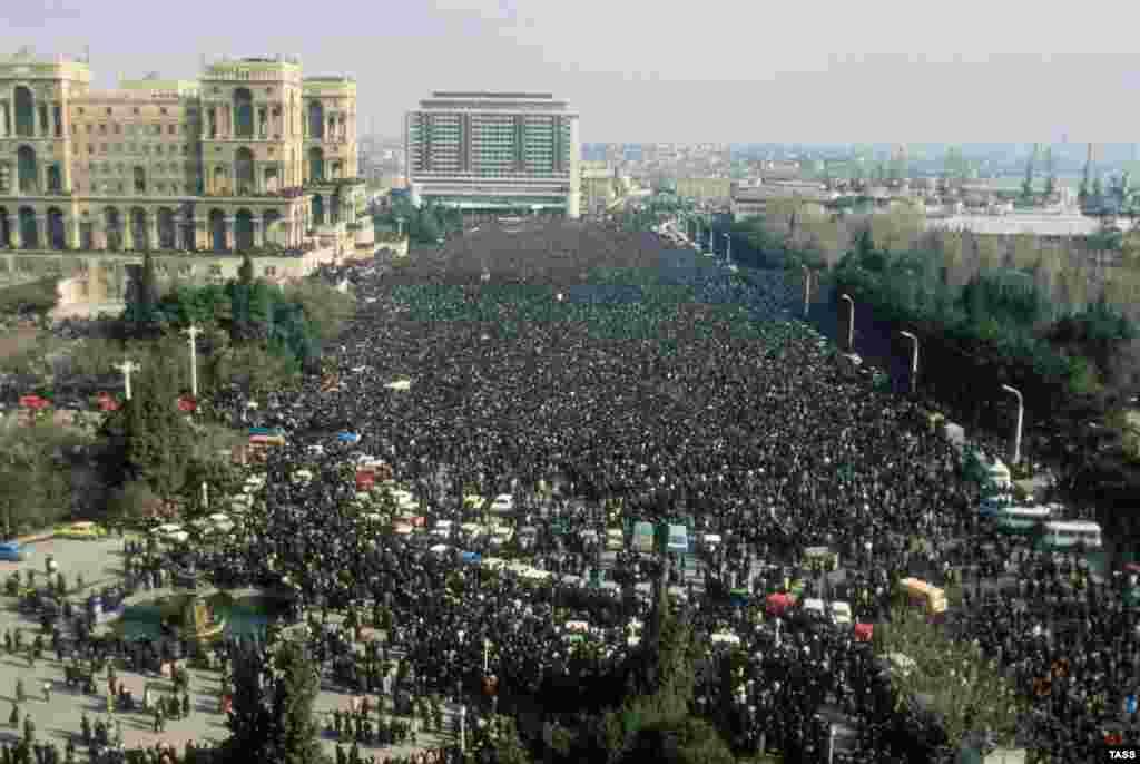 Похороны вылились в новые протесты.