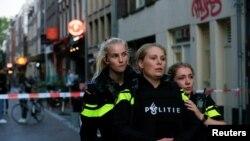 Полиция в Амстердаме на месте покушения на журналиста Питера де Вриса