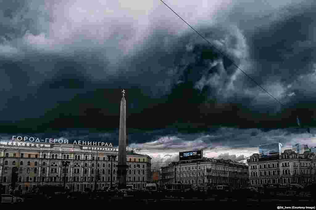"""Облака из сцены о Пожирателях смерти из фильма """"Гарри Поттер и принц-полукровка"""" нависают над Санкт-Петербургом"""