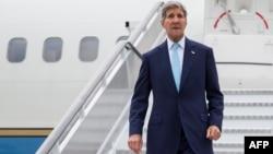 Госсекретарь США Джон Керри прибыл в Лондон 18 сентября 2015