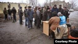 """Волонтеры """"Человека в беде"""" помогают жителям Донбасса в Никишино"""