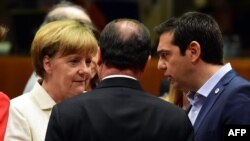 Канцлер Германии Ангела Меркель, президент Франции Франсуа Олланд и премьер Греции Алексис Ципрас на переговорах