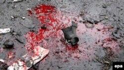 Кровь пострадаших при обстреле автостанции в Донецке. 11 февраля 2015
