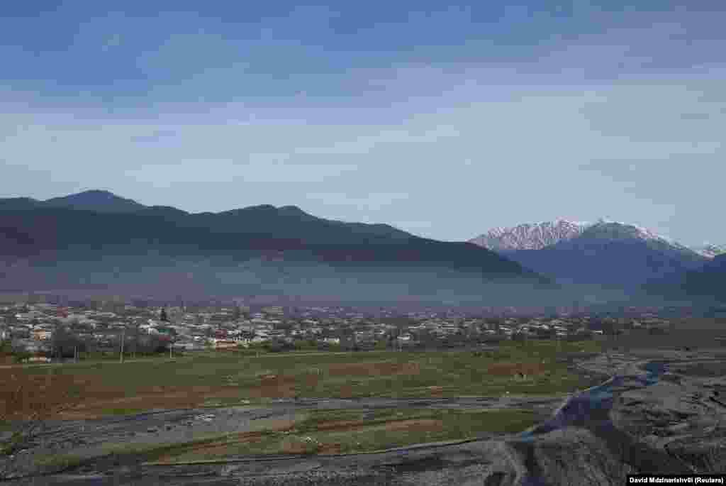 Ущелье проходит на расстоянии 60 километров параллельно грузино-российской границе, и отделено от нее горным хребтом. Протяженность ущелья – около 28 километров, ширина – около пяти