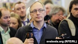 The detainment of Ales Dashchynski (above) came the same day as police and security forces raided the offices and homes of several independent journalists across Belarus, including RFE/RL's offices in Minsk. (file photo)