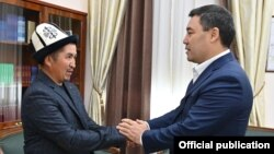 Altynbek Jumataev, father of slain 2020 protester Umutbek Altynbek ulu, meets Kyrgyz President Sadyr Japarov on October 5, 2021.