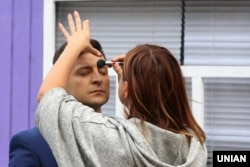 """В гримерной во время съемок фильма """"Я, ты, он, она"""", в котором Владимир Зеленский сыграл главную роль. Львов, 10 сентября 2018 года"""