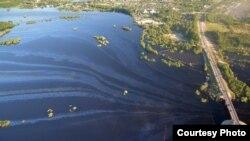Разлив нефти в Нефтеюганске. Фото: Андрей Селезнёв