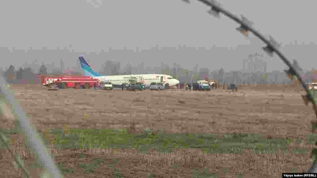 Премьер-министр Темир Сариев провел экстренное совещание по факту аварийной посадки самолета