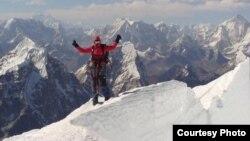 Альпинисты на Эвересте
