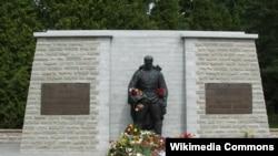 """""""Бронзовый солдат"""" - памятник советским воинам в Таллине"""