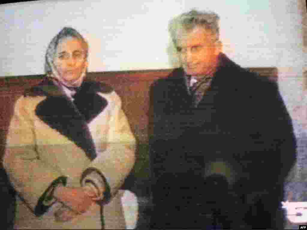 """Согласно расхожему мнению, рейтинг президента Румынии Николае Чаушеску незадолго до казни его и супруги 25 декабря 1989 года составлял более 95%. Примерно столько голосов избирателей в Румынии обычно получал на выборах возглавляемый Чаушеску """"Фронт социалистического единства"""", в которыйвходила компартия страны, общественные и профсоюзные организации"""