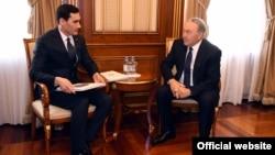 Сын президента Туркменистана Сердар Бердымухамедов на встрече с президентом Казахстана Нурсултаном Назарбаевым во время саммита глав центральноазиатских государств. Астана, 15 марта 2018