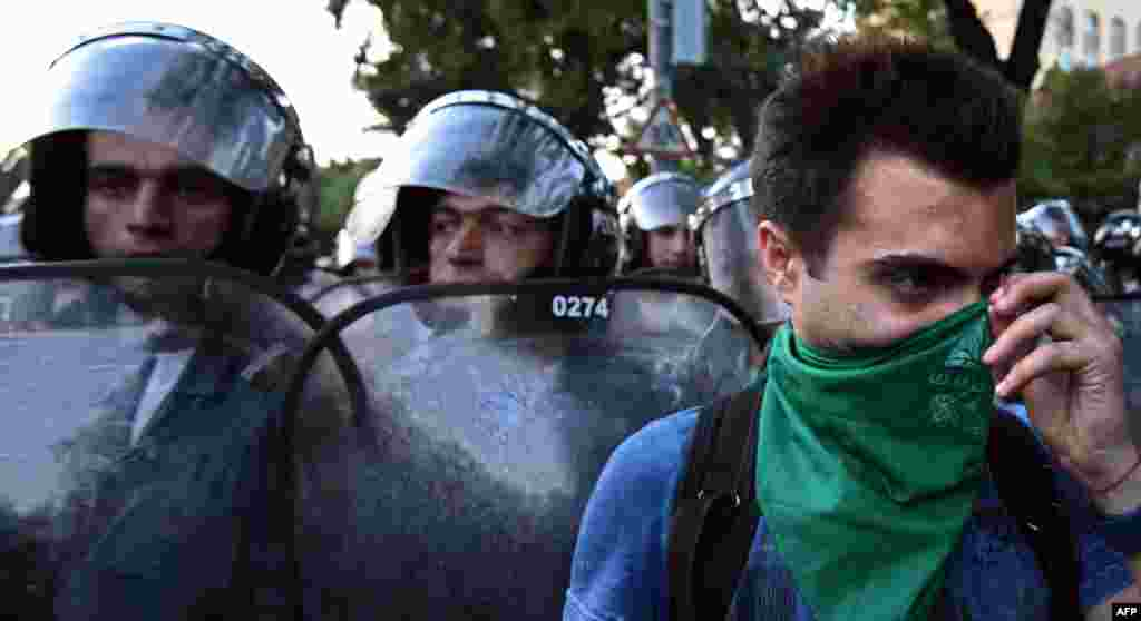 После разгона протеста вЕреване были задержаны 237 человек, семеро из них обратились за медицинской помощью, трое госпитализированы. Во время операции пострадали и 11 сотрудников полиции