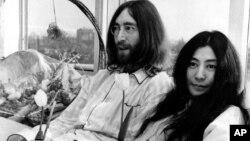 """Джон Леннон и Йоко Оно в отеле """"Хилтон"""" в Амстердаме, 1969"""