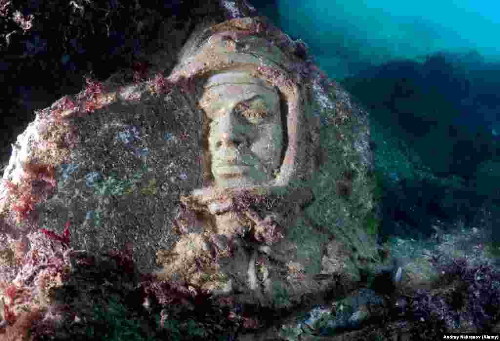 """""""Трудно сейчас сказать, ирония или ностальгия мотивировала основателя подводного музея"""", – говорит Некрасов. Но получилось странное и запоминающееся место"""